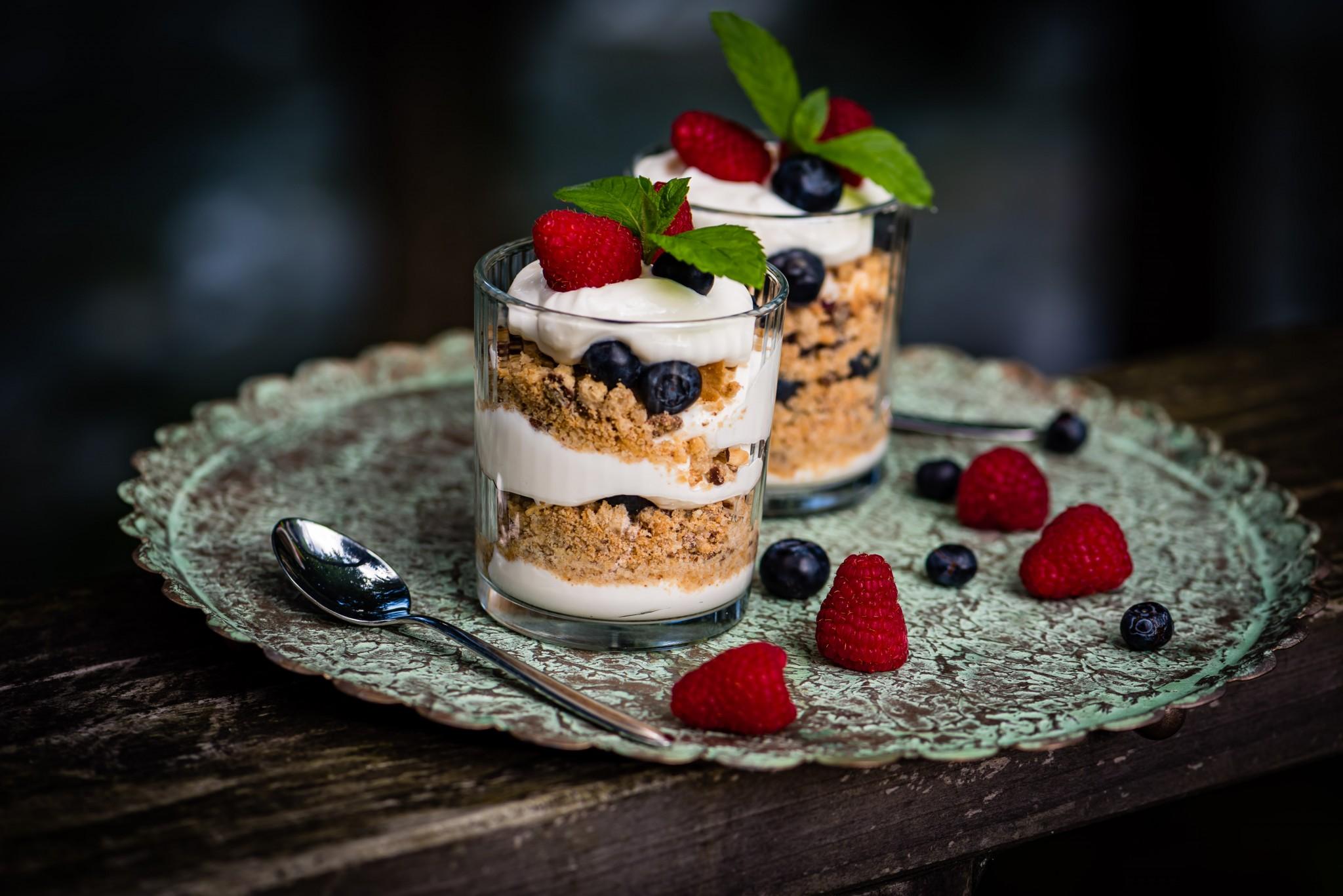 Mascarpone-Beeren-Trifle oder Fantastico ai frutti di bosco