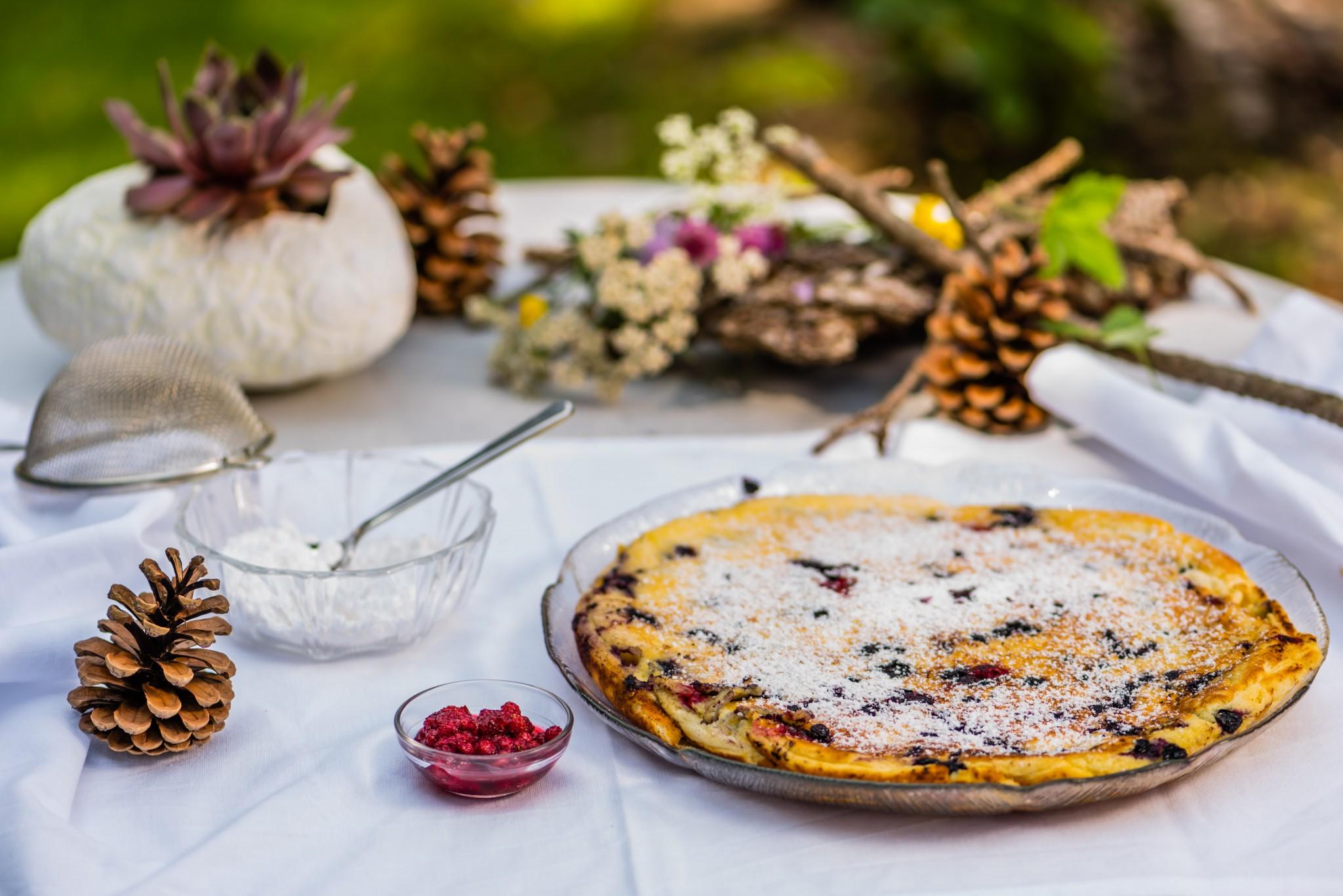 Riesen-Pancake mit Wald-Heidelbeeren