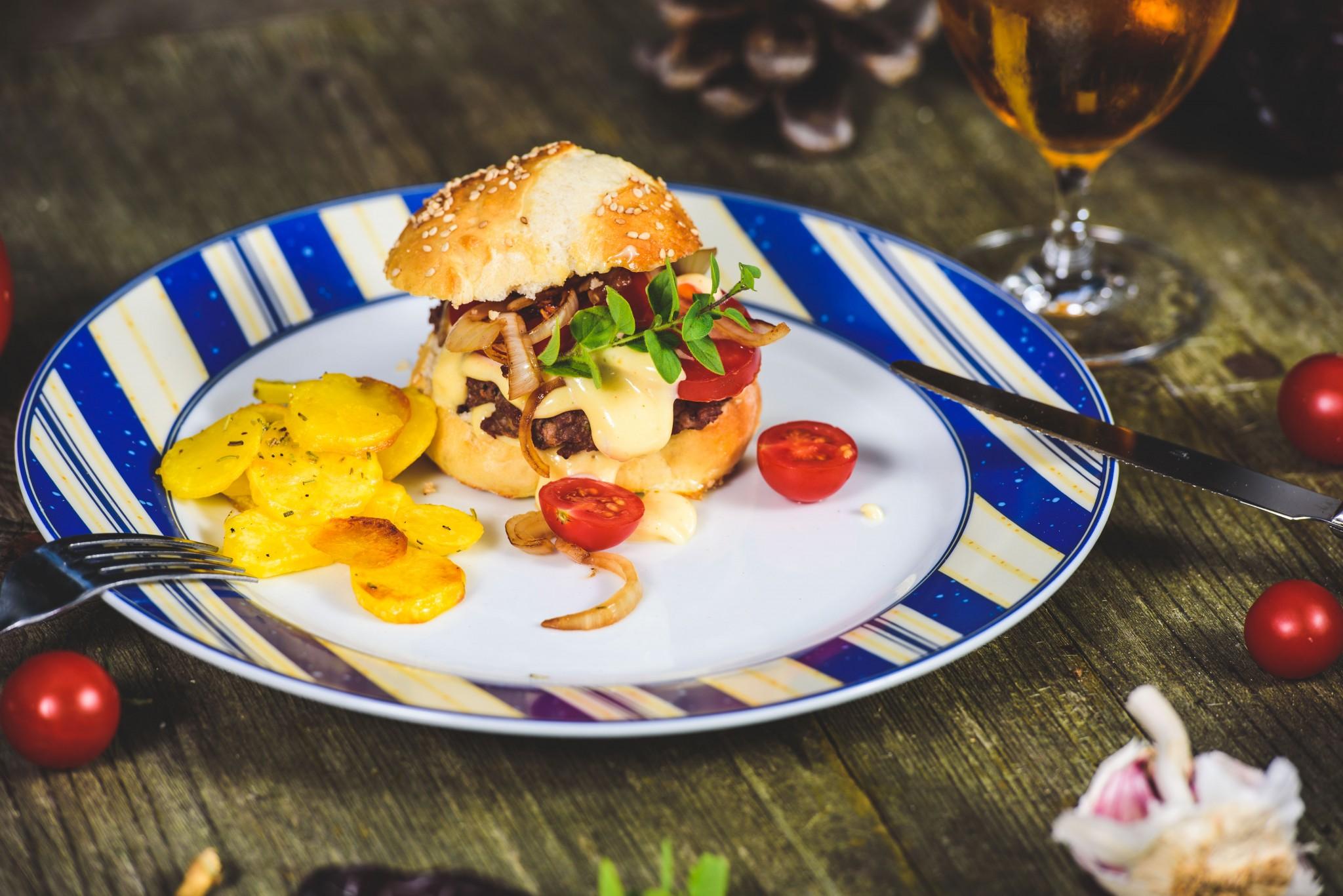 Wild-Burger mit Chilimayonnaise