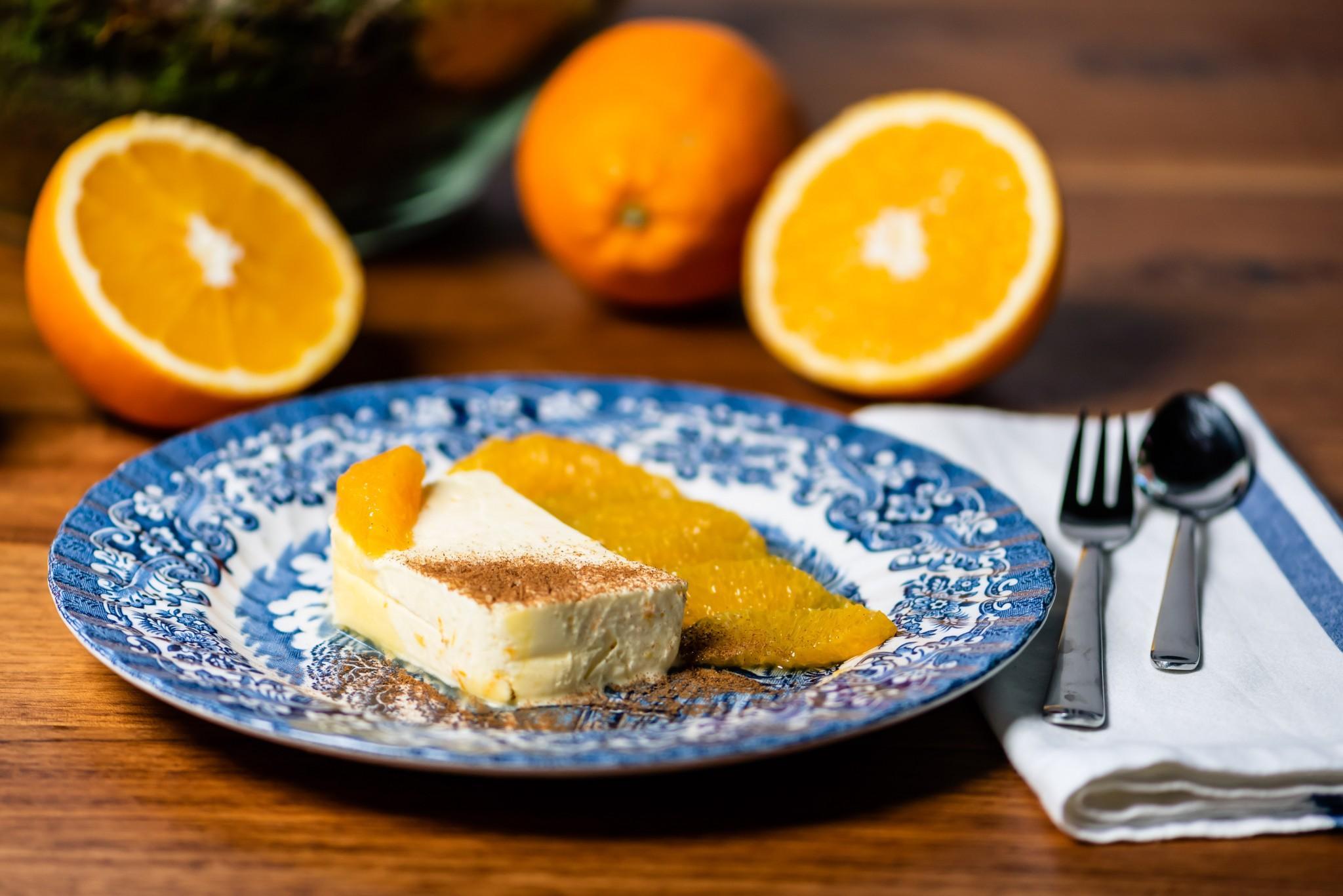 Orangenparfait mit marinierten Früchten