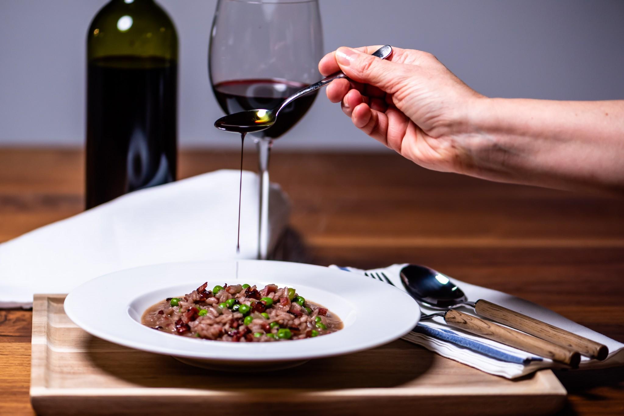 Rotweinrisotto mit Erbsen & Speck