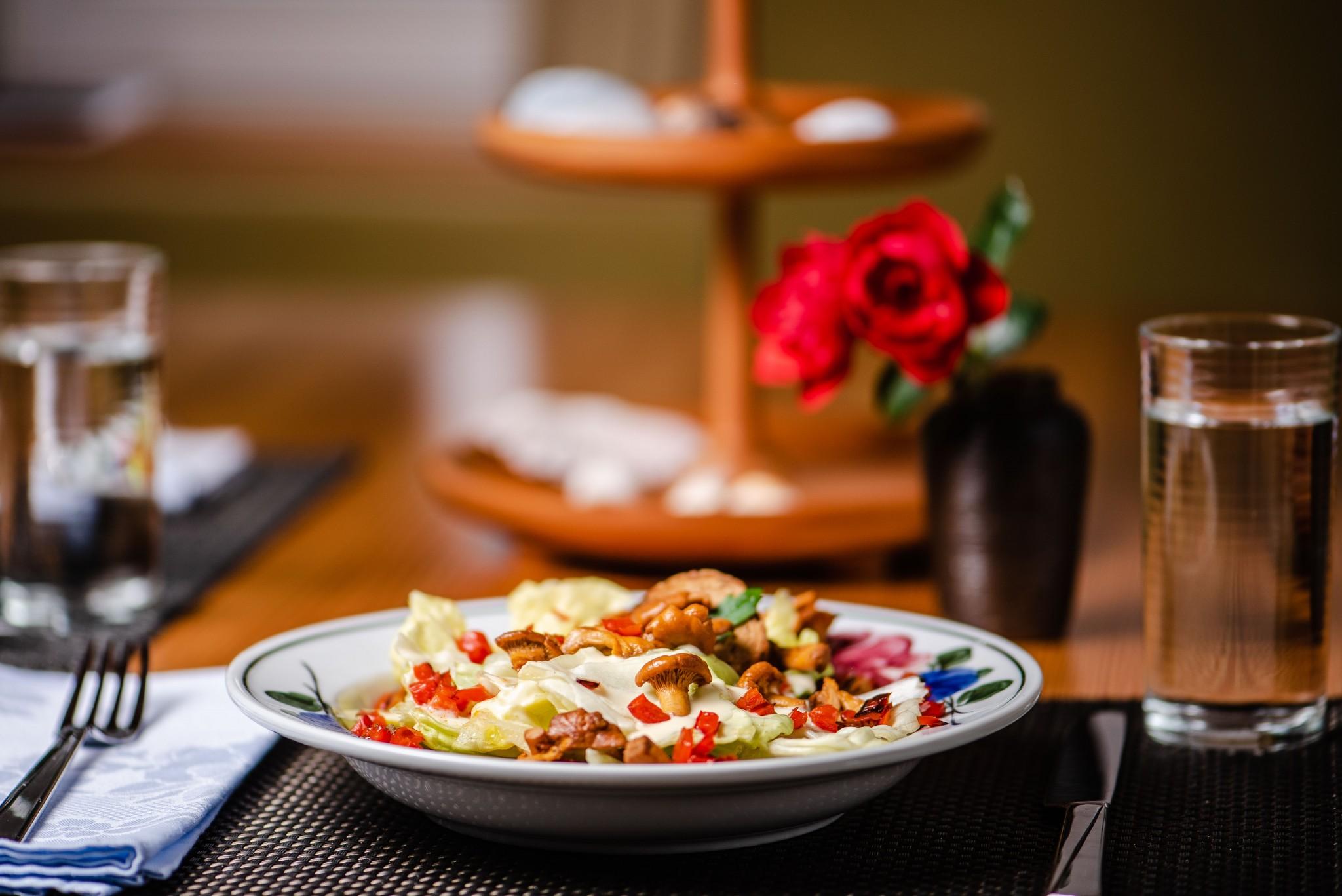 Sommersalat mit Eierschwammerl & Paprika