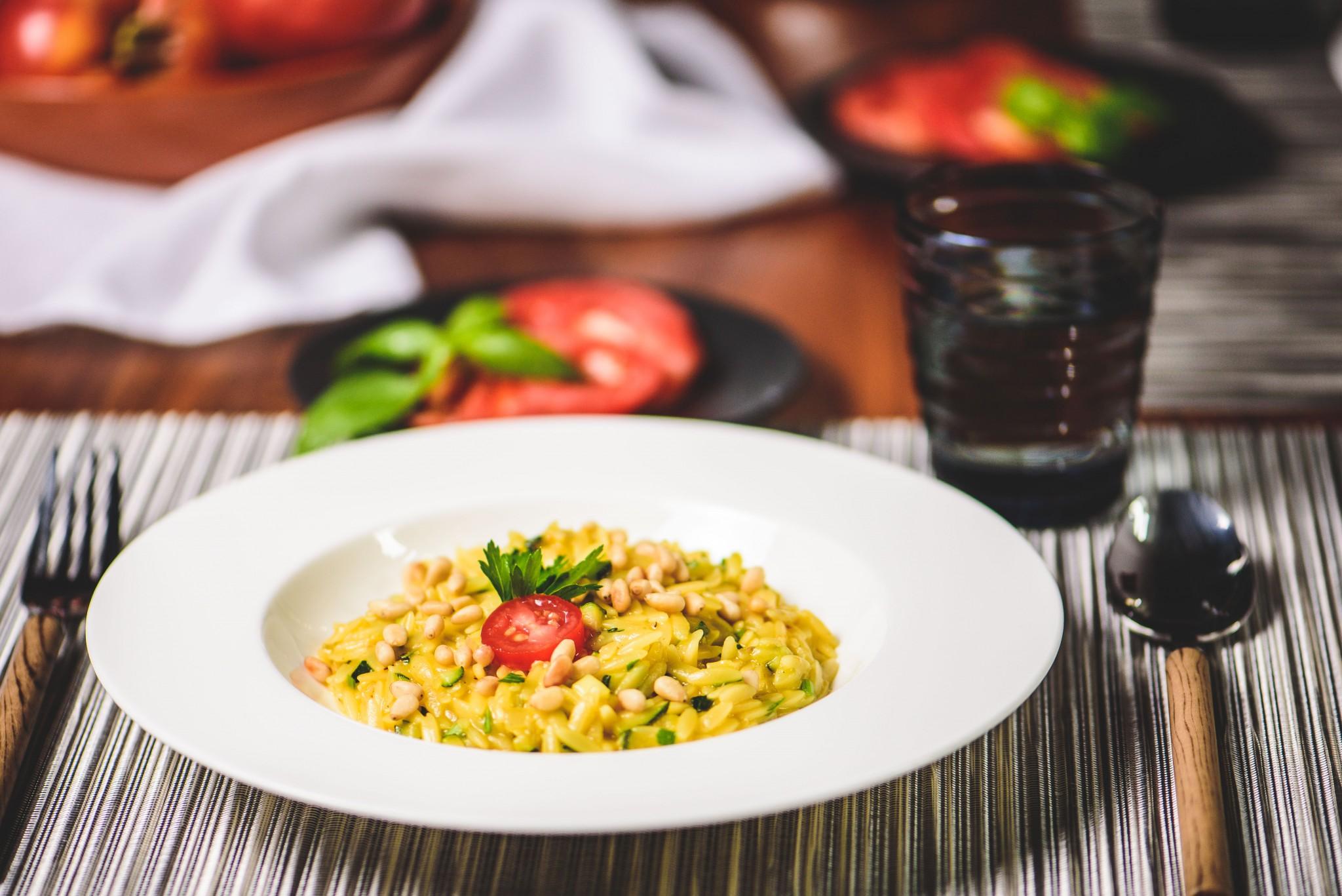 Pasta-Risotto mit Safran & Zucchini