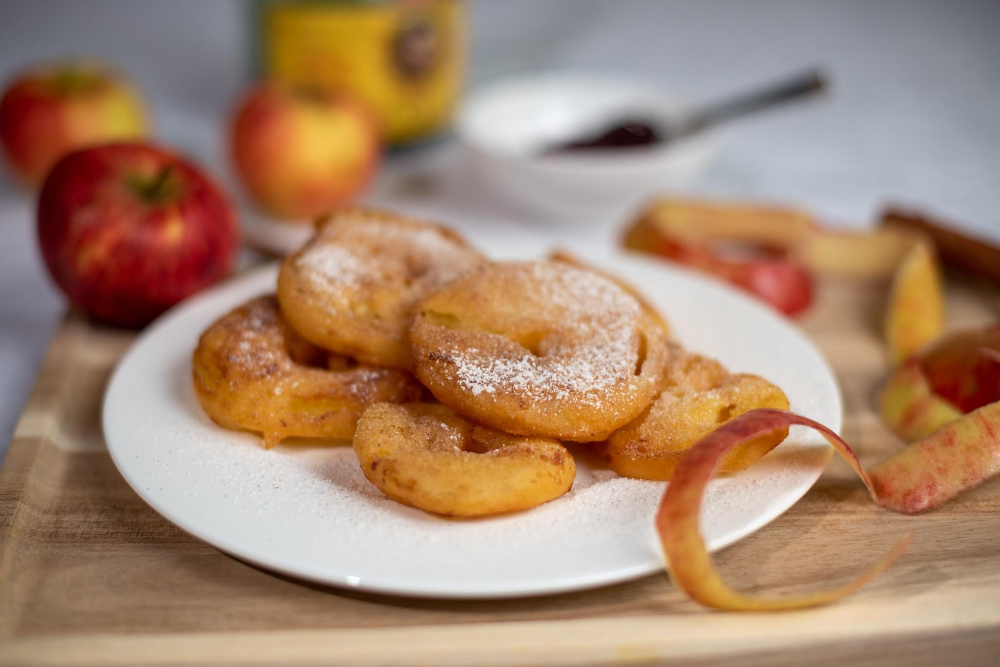 Apfelradl mit Zimt-Zucker