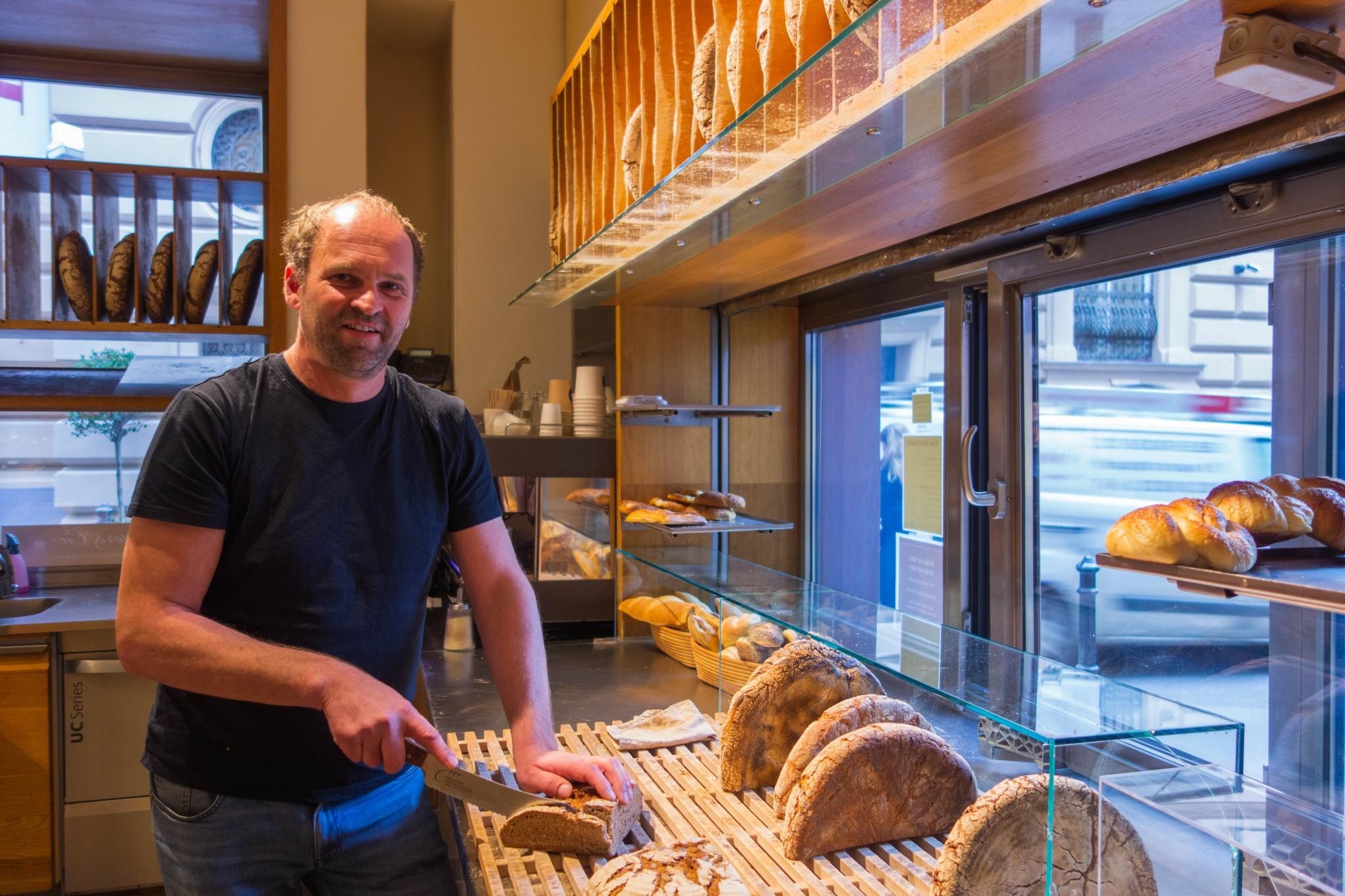 Helmut Gragger bäckt Brot mit Verantwortung