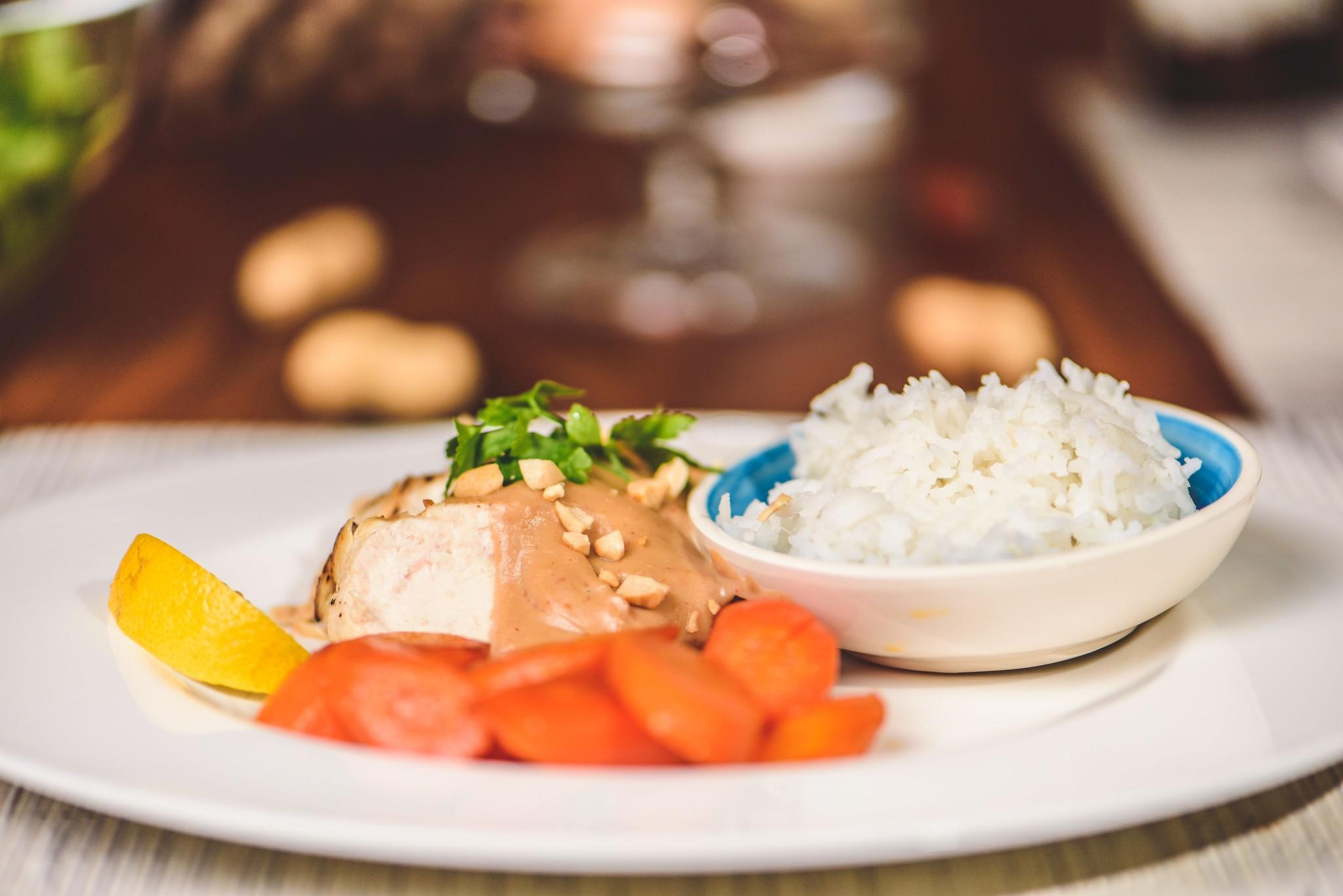 Huhn in Erdnuss-Sauce mit Karotten