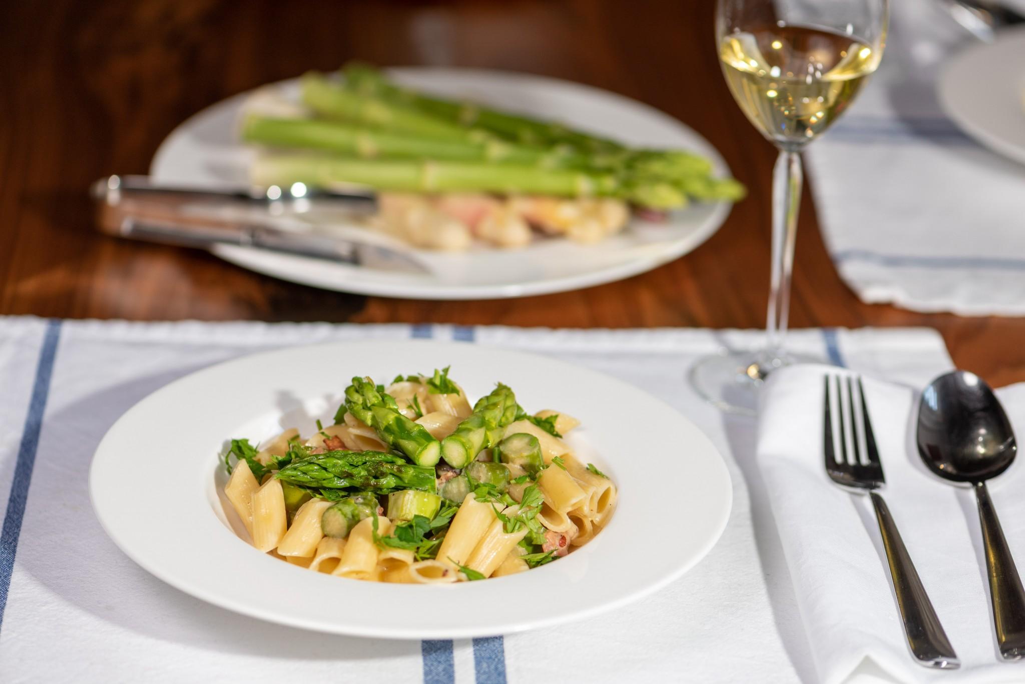 Pasta mit Parmesancreme & grünem Spargel
