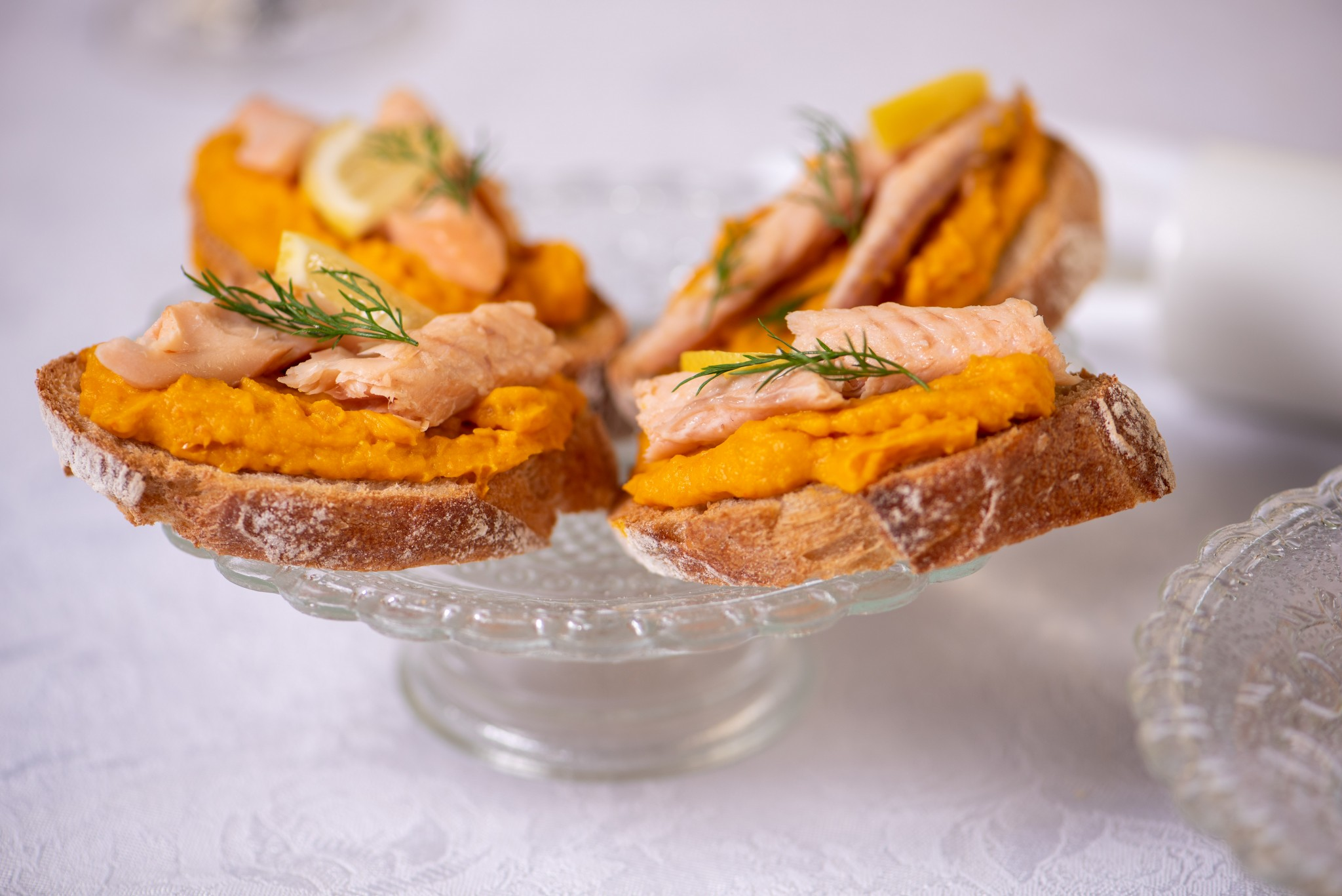 Bruschette mit Kürbiscreme & Räucherfisch